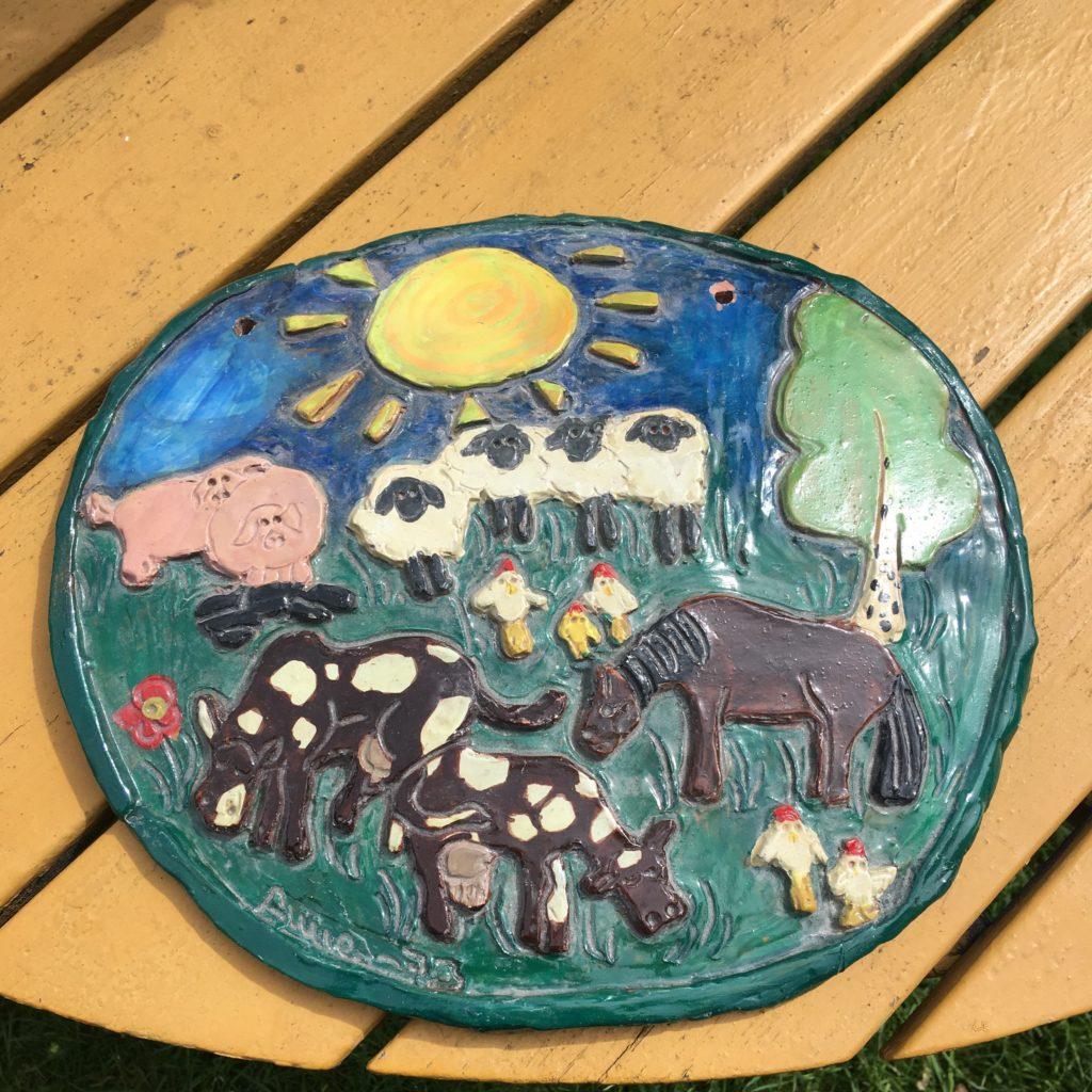 Keramiktavla gjord av Anne Filipsson